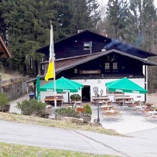 Kreuzhaus mit Terrasse