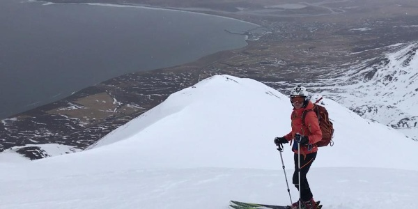 wenige Meter vom Gipfel schöne Aussicht auf Dalvik
