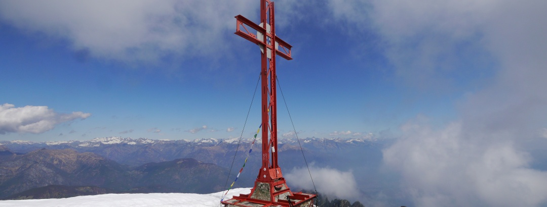 Das Gipfelkreuz des Monte Limidario