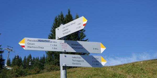 "Wegweiser zum ""Alpweg"""
