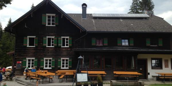 Hinterseite mit Terrasse