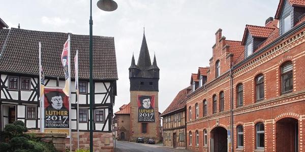 """Kirchstraße in Berka/Werra mit """"Stern"""" und Kirche"""