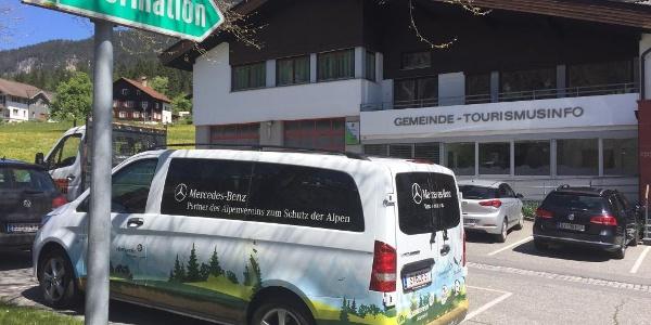Parken beim Gemeindeamt in St. Anton im Montafon.