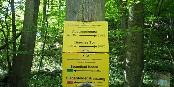 Wegweiser Richtung Augustinerhütte / Eisernes Tor