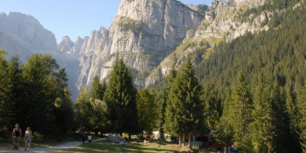 Hut La Montanara and Cima Croz dell'Altissimo