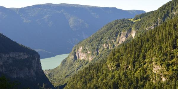 Il lago di Molveno dal sentiero verso il Rifugio Croz dell'Altissimo