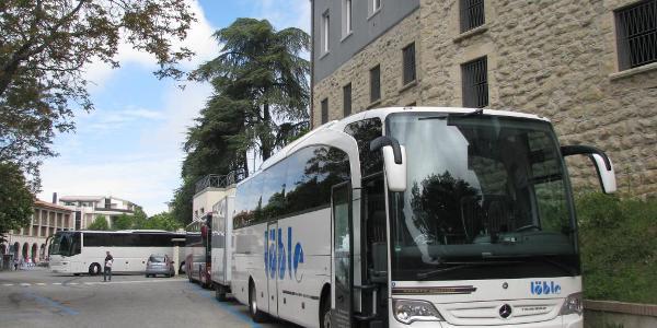 Löble-Bus mit Hänger in San Marino