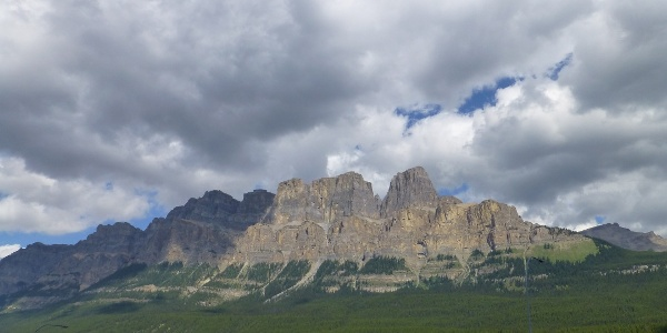 """Icefields Parkway takes us through the Canadian Rock Mountains – here """"Castle Rock"""""""