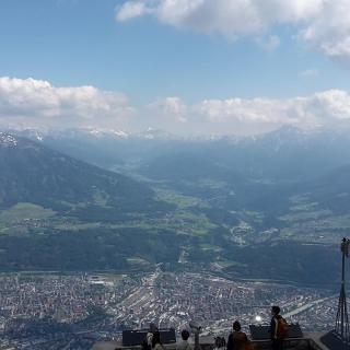 Innsbruck(Stadt), Berg mit Schnee, Himmel mit Wolken