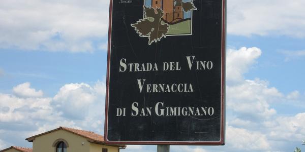 Following part of the Strado Vino Vernaccia