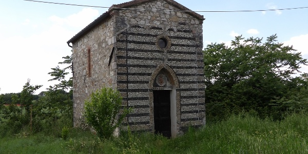 La Fabbrica hamlet and its tiny church