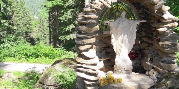 Grotte bei der kleinen Kapelle