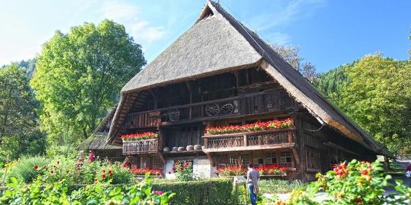 Das Schwarzwälder Freilichtmuseum Vogtsbauernhof in Gutach ist das älteste Freilichtmuseum Baden-Württembergs. Der Vogtsbauernhof von 1612, Namensgeber des Museums, steht von sechs Schwarzwälder Eindachhöfen als einziger am Originalstandort.