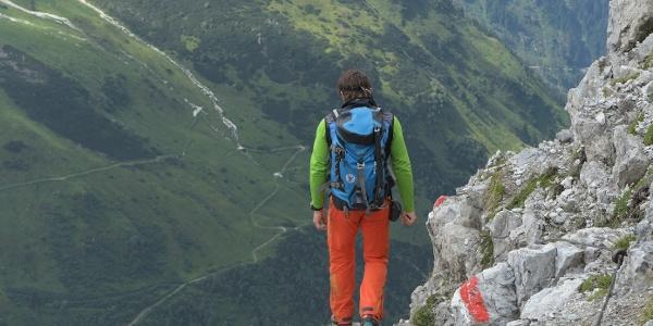 Abstieg vom Gstreinjöchl zur Tribulaunhütte