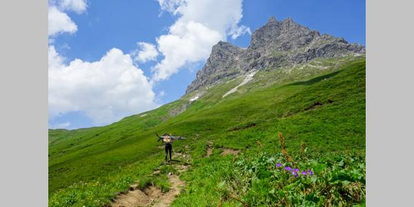 Long way to carry on the path to Widderstein hut, near the Hochkrumbach pass.