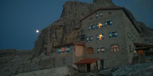 Il rifugio Pedrotti e la cima Tosa