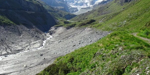 On the path around the Lac de Moiry reservoir