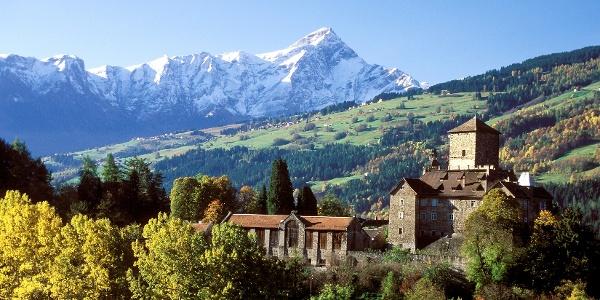 Schloss Ortenstein mit Beverin