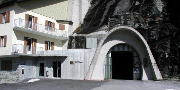 Inforama von aussen mit Tunnelportal
