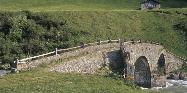Alte Landbrücke in Hinterrhein
