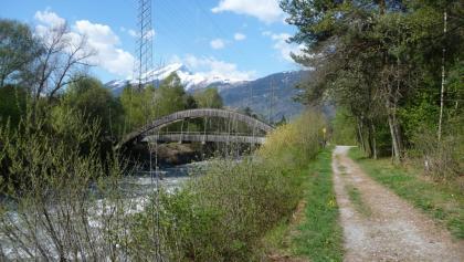 Trattbrücke, Blick zum Calanda