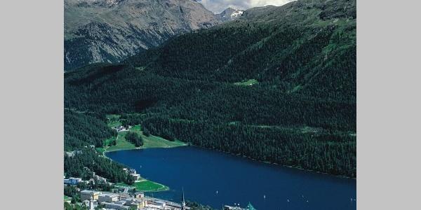 Blick vom Skigebiet auf St. Moritz