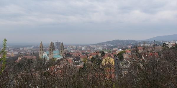 Kilátás a kilátóteraszról a Pécsi Székesegyház felé