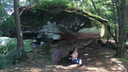 Pause unter Felsen