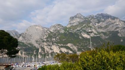 Blick von Riva auf die Gardaseeberge