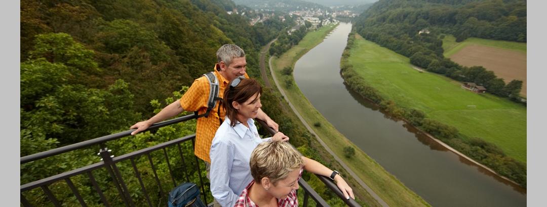 Wanderer auf dem Weser-Skywalk