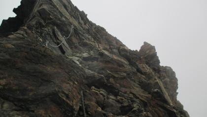Mit Ketten gesicherter Aufstieg auf den Schneebigen Nock