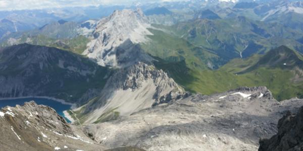 Blick vom Schesaplana Gipfel auf den Lünersee