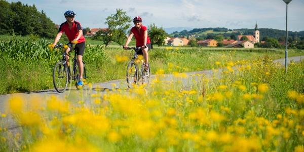 In der 2-Thermenregion Bad Waltersdorf sind Genießer stets auf Achse.