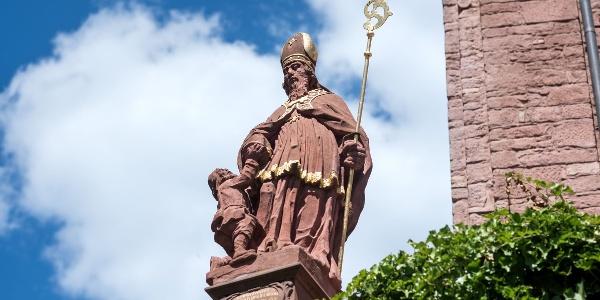 Martinsstatue an der Kirche