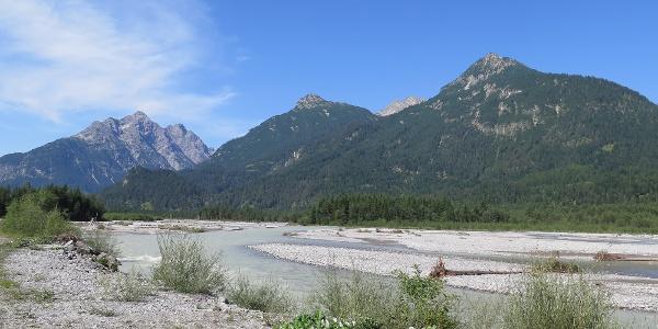Am Lechufer entlang Richtung Forchach