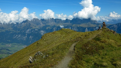 Gratweg mit Guscha-Gipfel.