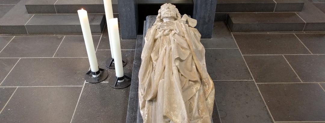Statue über dem Sarkophag des Apostels Matthias in Trier