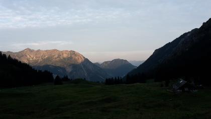 Die Willersalpe (rechts unten) kurz nach Sonnenaufgang