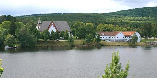Arbrå kyrka från andra sidan Ljusnan