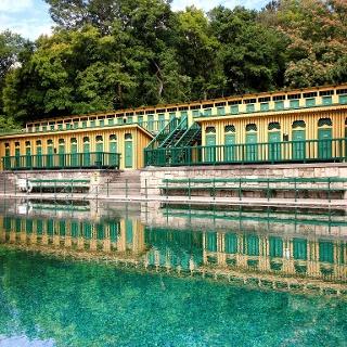 Historisches Ambiente und prickelnder Badespaß in Bad Fischau