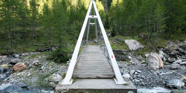 Brücke über den Bach kurz vor dem Lago di Luzzone