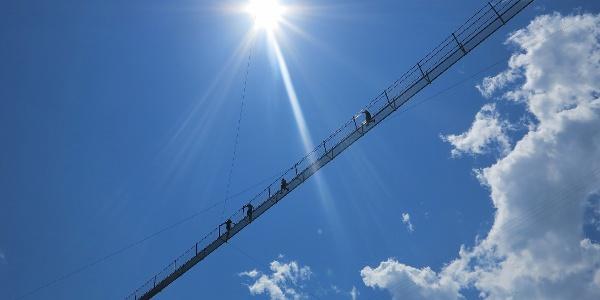 Nervenkitzel auf der Hängbrücke Hostalde.