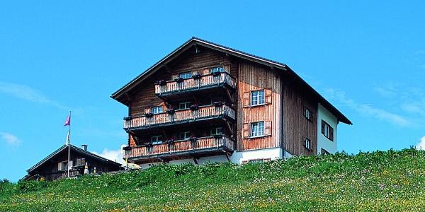 Gasthaus Post, Obermutten Sommer