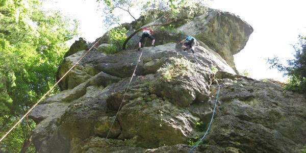 der Plateaufels im Klettergarten Intensivstation (Fränkische Schweiz)