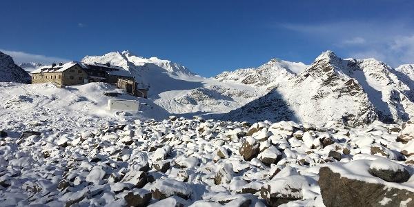 Braunschweiger Hütte im Schnee Richtung Pitztaler Jöchl
