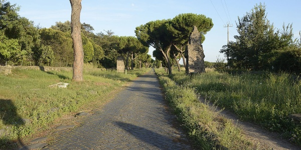 Track of Via Appia near Casal Rotondo