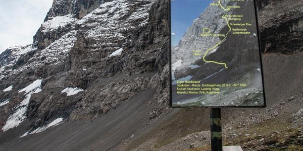 Infotafel mit Route der Nordwand-Erstbegeher.