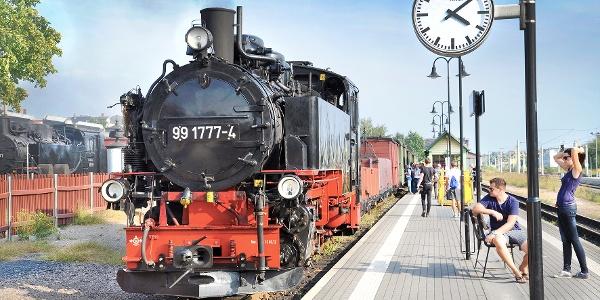 Lößnitzgrundbahn am Bahnhof Radebeul Ost