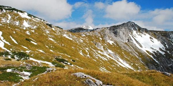 Das Hochplateau mit dem Karlhochkogel im Hintergrund vom Käfereck aus gesehen