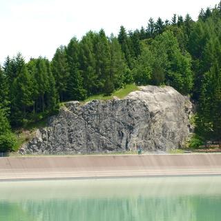 Blick über den See zum Klettergarten